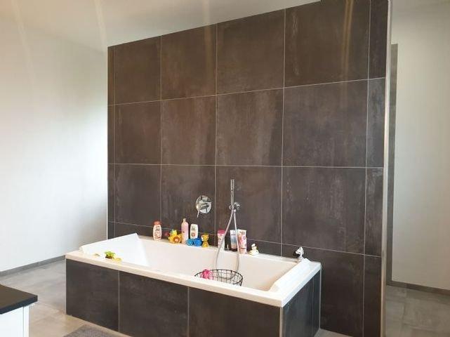 Badewanne separat von Dusche und WC