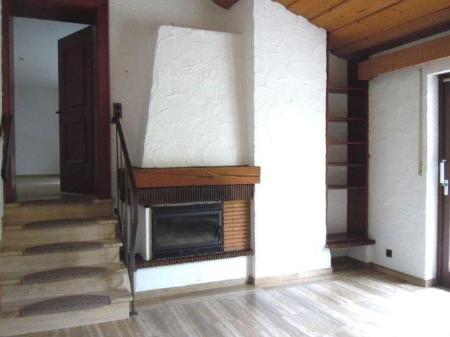 Kamin und Treppe z. Wohnzinmmer