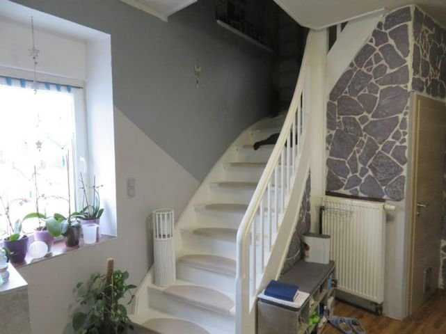 Diele mit Treppe ins Dachgeschoss