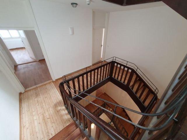 Links der Zugang zur 3 Zimmer Wohnung
