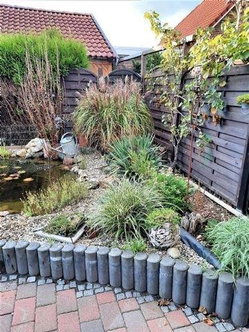 der Teich fügt sich schön in die Gartenanlage ein