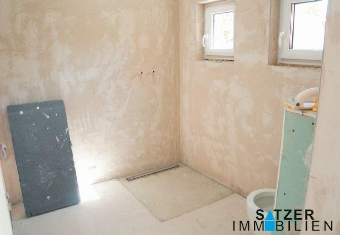 Bad/WC mit vorbereiteter bodentiefer Dusche 1.OG