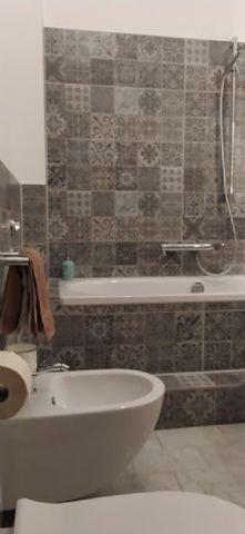 DAS BAD   WC + BIDET + BADEWANNE