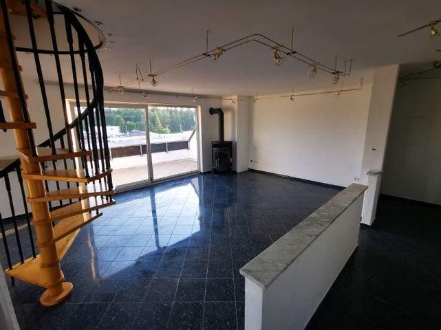 unterer Wohnbereich mit Blick auf Loggia