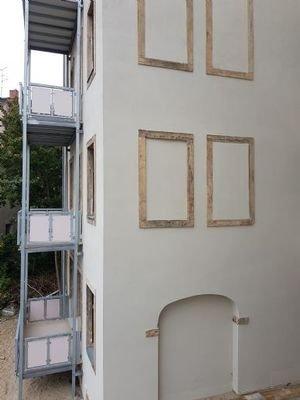 Fassade mit Sandstein
