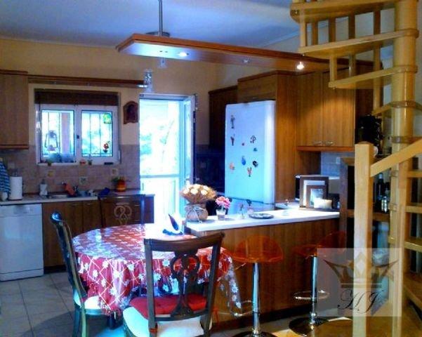 Teilblick offen konzipierte Küche Hochparterre