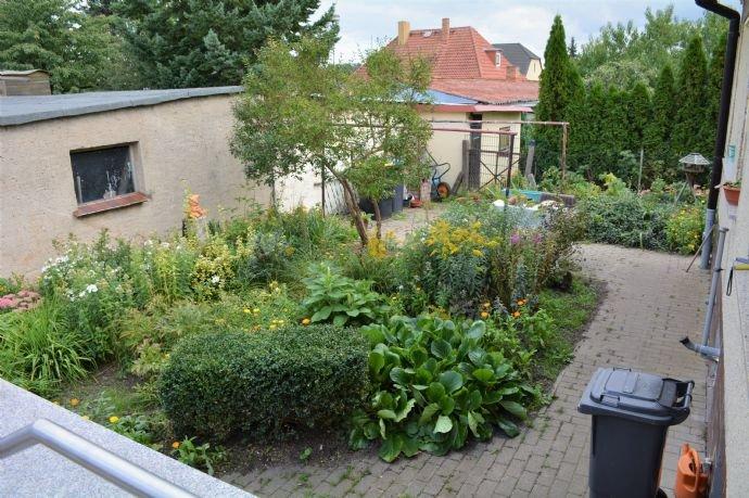Vorgarten mit Wäscheplatz