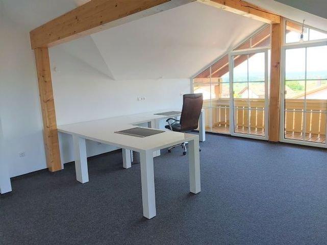 Büroraum (vorbereitete Küchenannschlüsse)