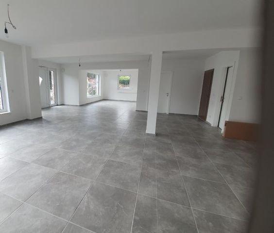 moderner, hochwertiger Raum  60x60 Fliesen