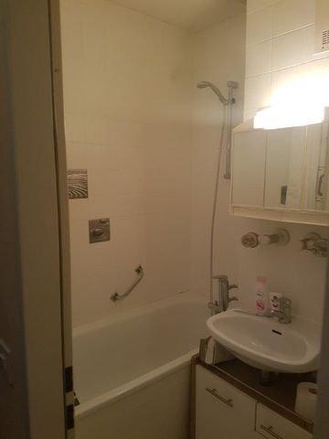 Bad mit Waschbecken (Andere)