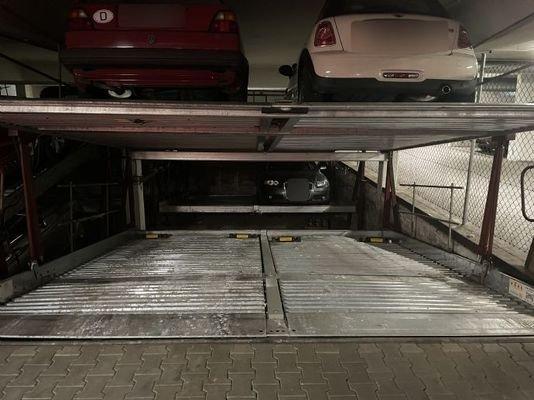 Doppelparker Stellplatz links