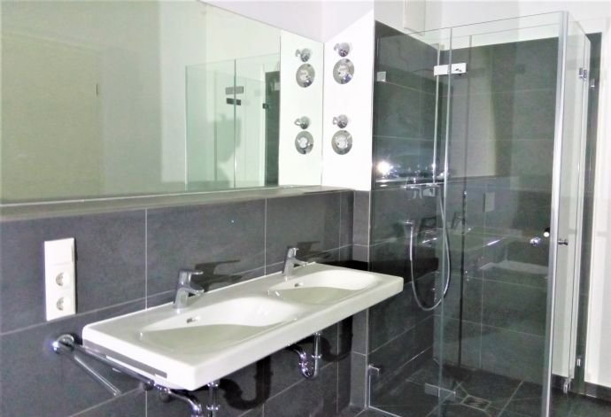 Badezimmer -Dusche