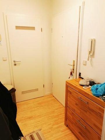 Wohn-Eingang Rechts und Abstellkammer straight.
