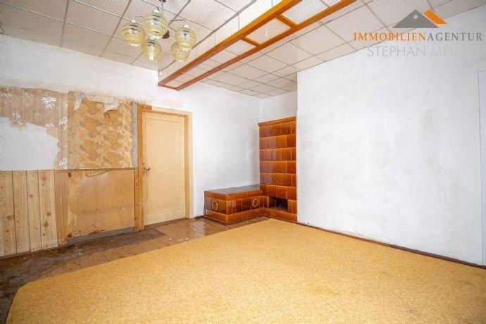 Zimmer mit Kachelofen, EG