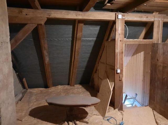 Dachboden mit neu belegtem Dach