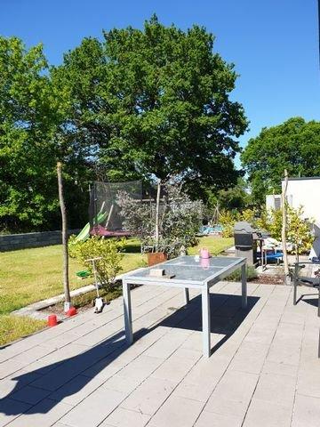 Terrasse und Garten in sonniger Ausrichtung
