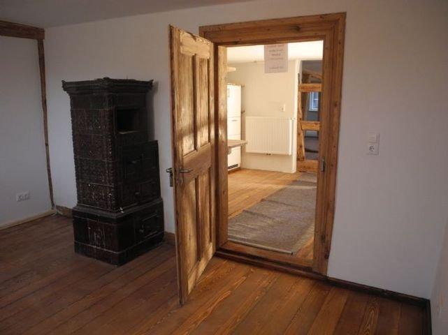 Blick Zimmer 2. OG in die Küche und Wohnbereich