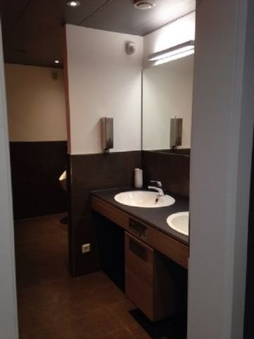 Innenansicht Bürogebäude Toilette