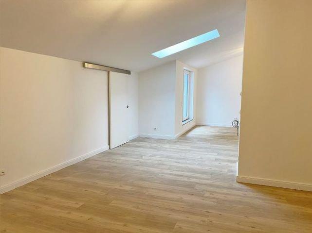 Wohnzimmer, Blick zum Essbereich und offener Küche
