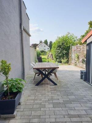 Sonnige und schattige Lage im Garten