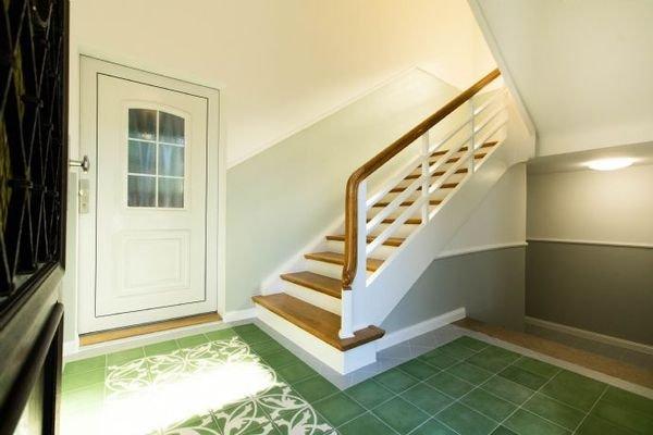 Eingang + Treppenhaus
