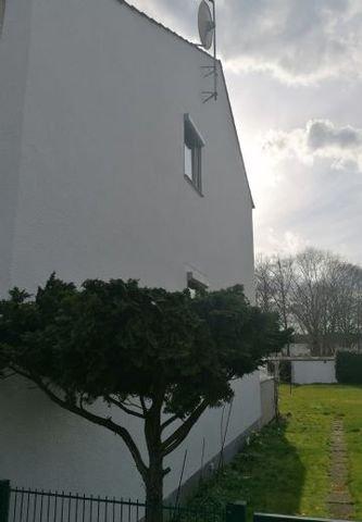 Seitenansicht mit Zugang Garten