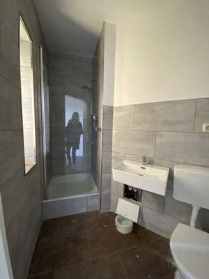 Bad mit Dusche & Fenster