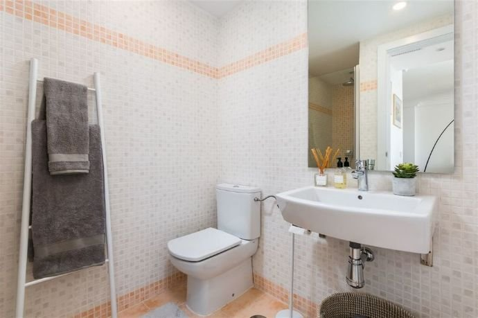 2nd Bedroom Bathroom.png