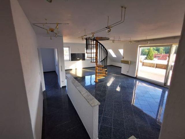 Eingangsbereich mit Blick auf Wohn- Essbereich