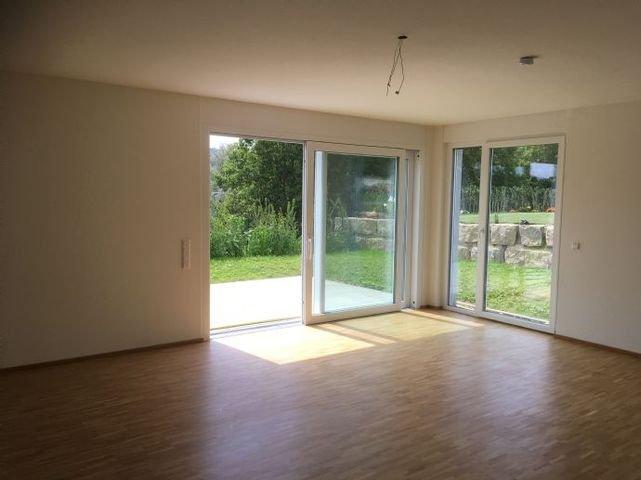 Wohnzimmer mit Eiche-Parkettboden