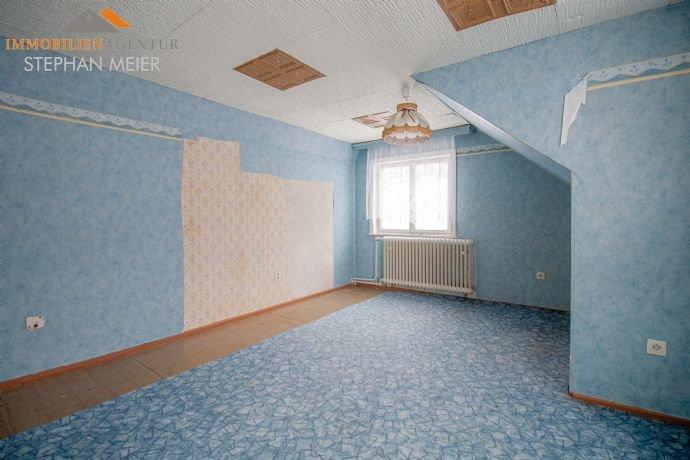 Erstes Zimmer im Dachgeschoss