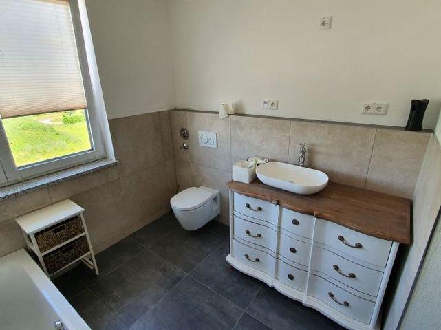 Ansicht Bad mit Waschbecken