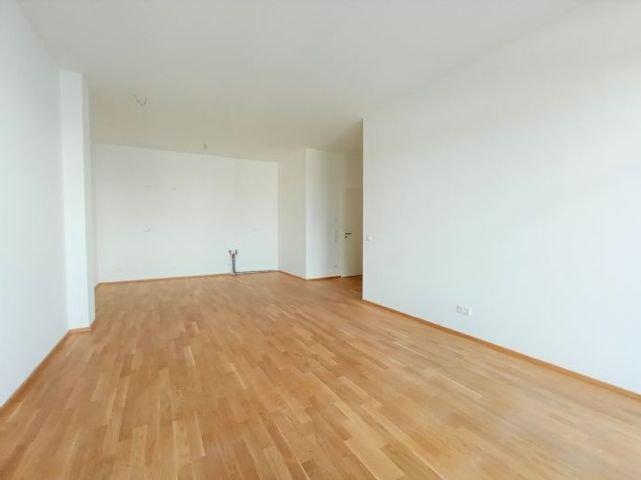 Wohnzimmer mit Küchenanschlüsse