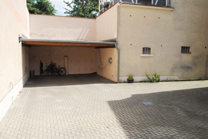 PKW-Stellplatz im Innenhof