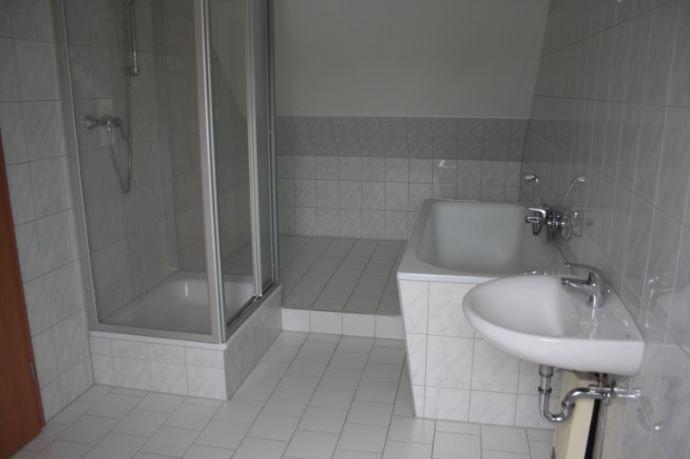Bad mit Dusche + Wanne