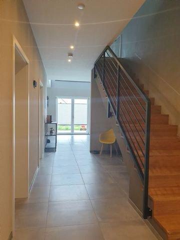 Staufläche für Einbauschränke unter der Treppe