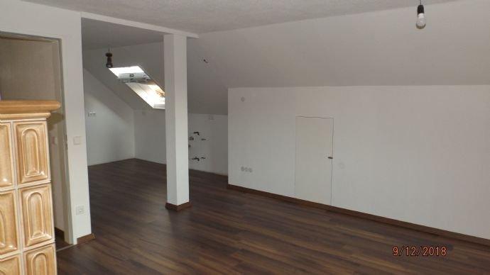 Essbereich mit Zugang zur offenen Küche