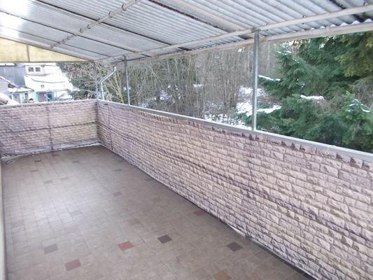 langer überdachter Balkon