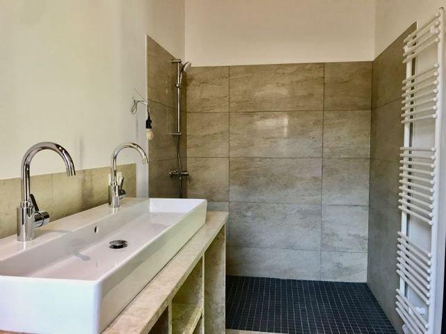 Luxusbad/ Marmor, Platz f. Waschm. u. Trockner
