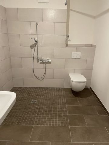 Badezimmer/rollstuhlgerechte Dusche