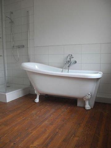 Bad mit freistehender Wanne