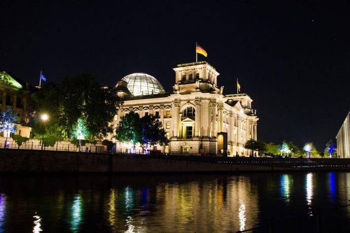 berlin-reichstag-nacht-IMG_0750h