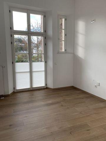 3. Zimmer mit Balkon/ ehemalige Küche