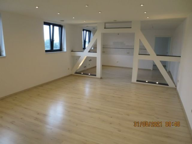 Wohnzimmer in Richtung Küche  - Arbeitszimmer