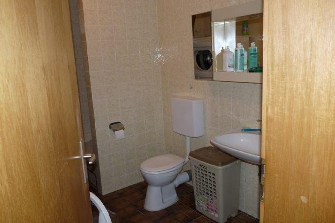 WC/Waschbecken im Keller
