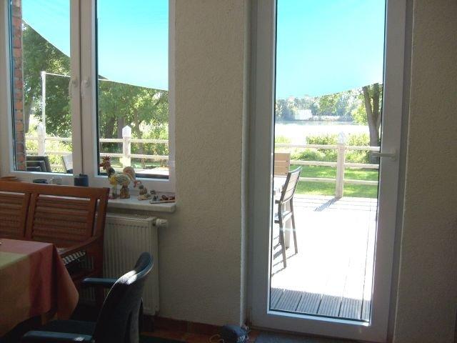 EG-Küche u. Terrasse zum See