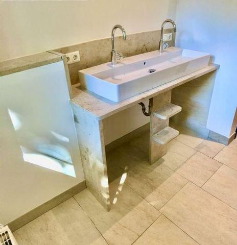 Doppelwaschbecken -Platz f. Waschmasch. + Trockner