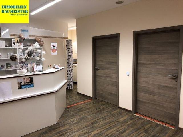 Gewerbe Eingangsbereich - Immobilien Baumeister Ne