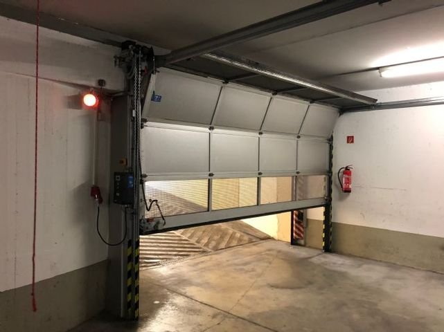 Ein-/Ausfahrt Tiefgarage