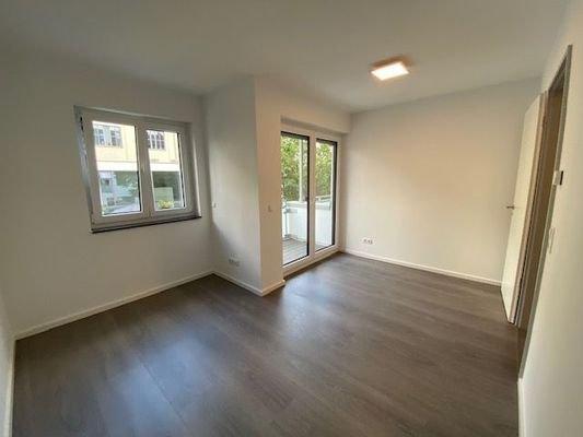 Zimmer 1 , mit Zugang zum Balkon